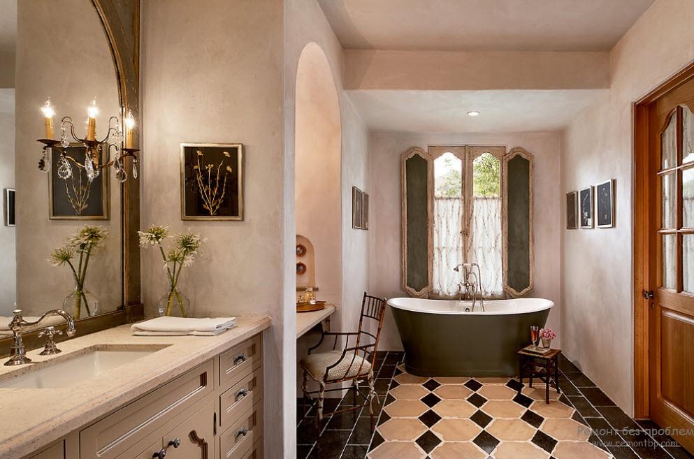 Классический интерьер ванной комнаты с оштукатуренными стенами