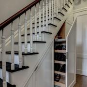 Шкафчик под лестницей