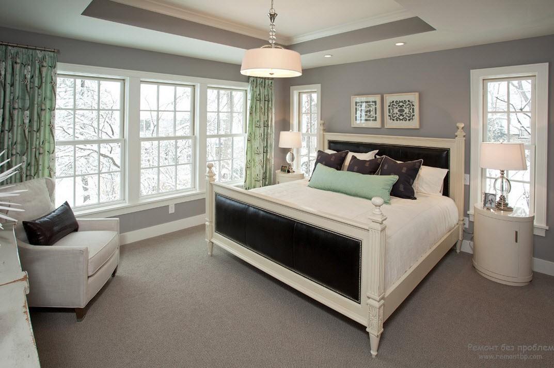Светло-серая спальная комната