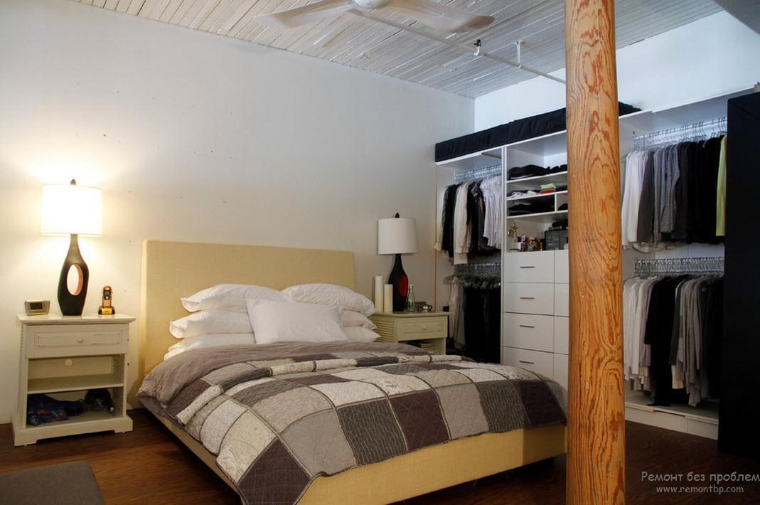 Дизайн открытой гардеробной, размещенной в спальне