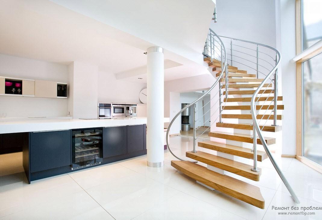 Оригинальная лестница - доминанта всего интерьера