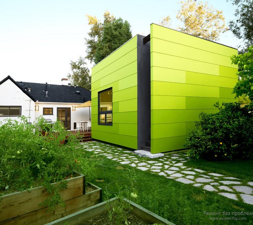 Эффектный зеленый дизайн дома и двора