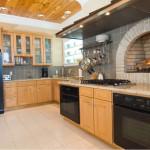 Креативная кухня с камином