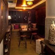 Интерьер и дизайн винного погреба и комнаты хранения вина