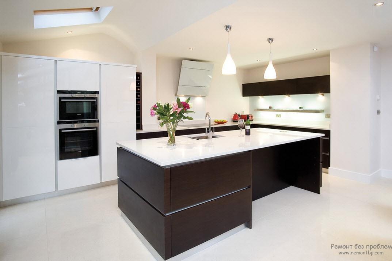 Белая кухня и венге