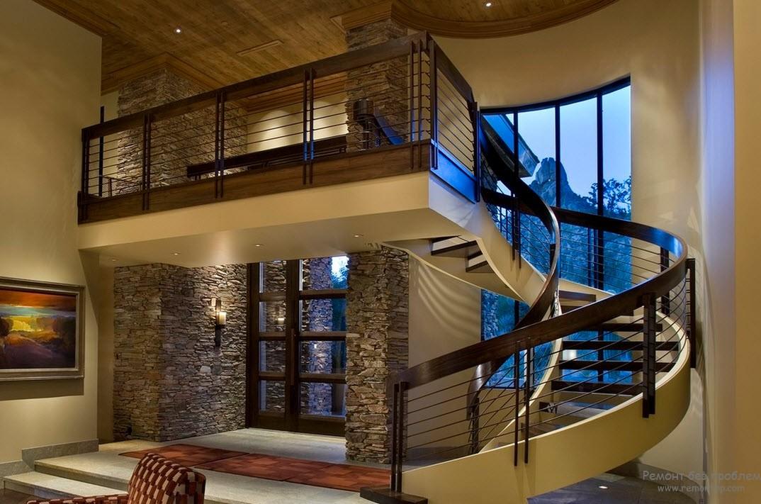 необыкновенная гармония эффектной лестницы с общим интерьером