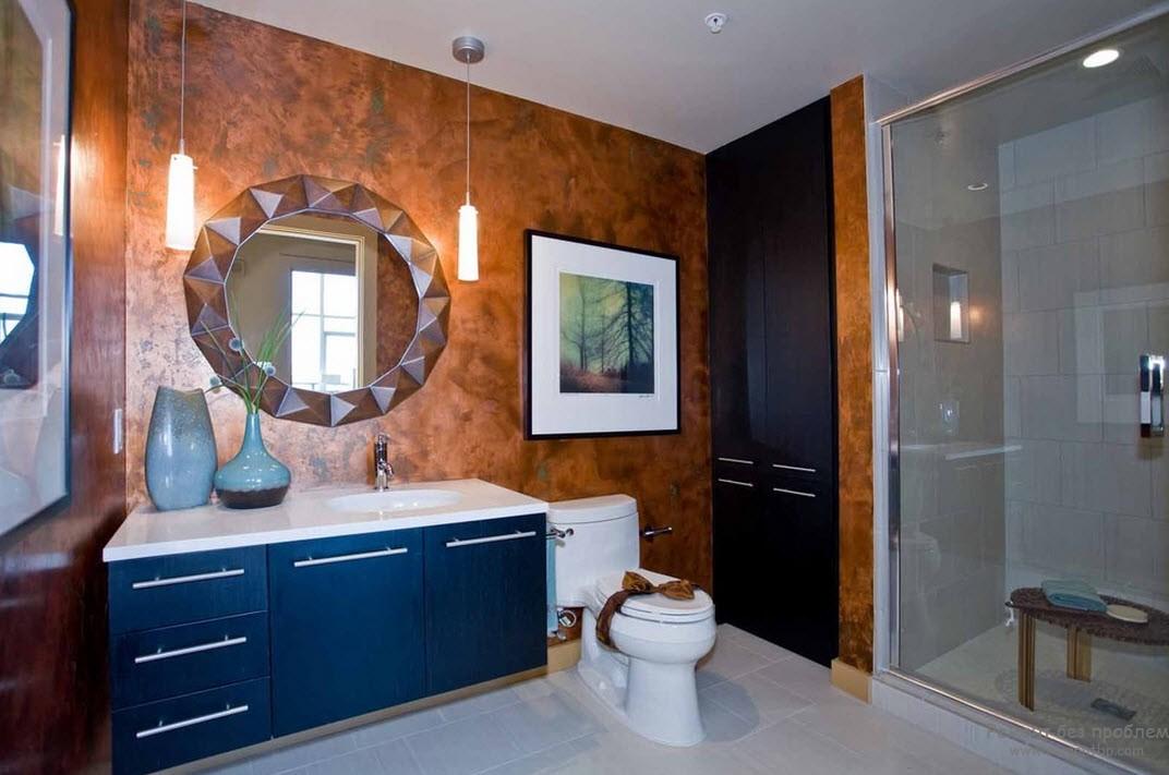 Декоративная штукатурка на стенах ванной комнаты из смесей нескольких оттенков
