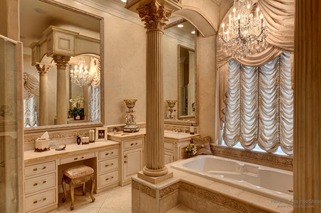 Роскошный и богатый интерьер ванной комнаты с величественными колоннами