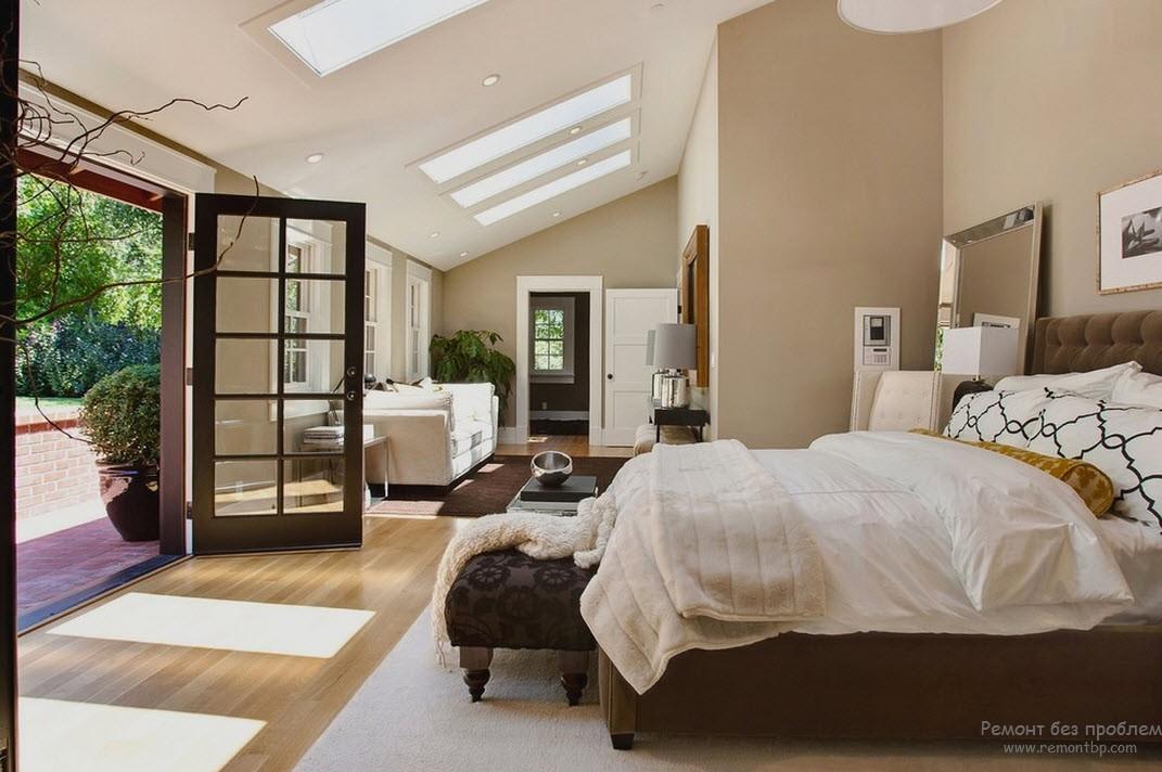 Бежевая спальня, выполненная в комбинации с темно-коричневым и белым оттенками