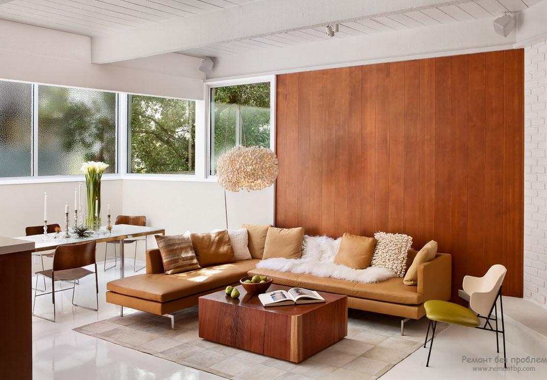 Стена гостиной с отделкой деревянными обоями