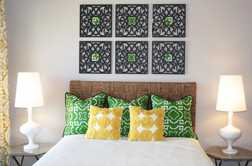 Подушки в белой спальне