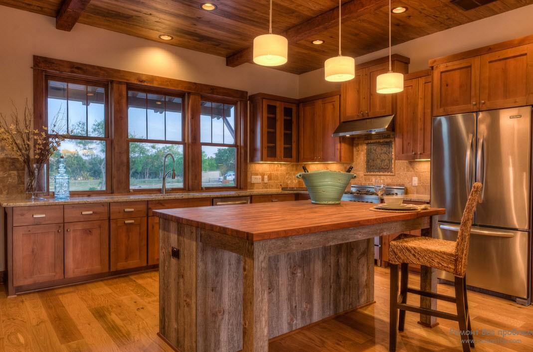 Кухня на даче из дерева