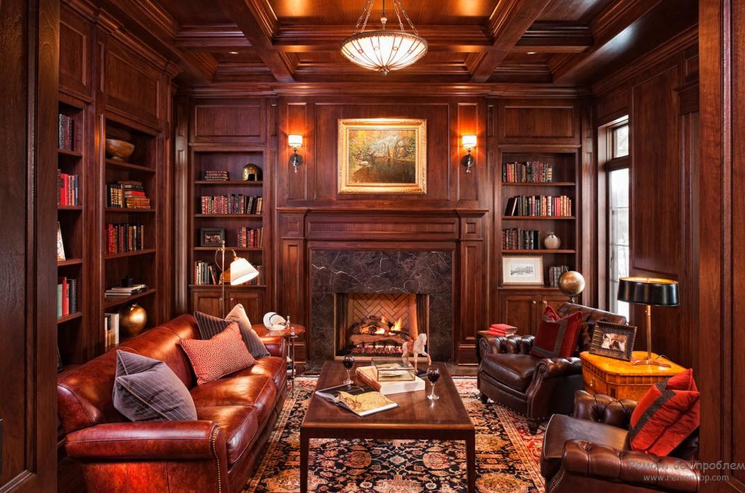 Красивая гостиная с библиотекой, а также с кожаными диванами и крелсами