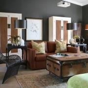 Домашняя атмосфера темной гостиной