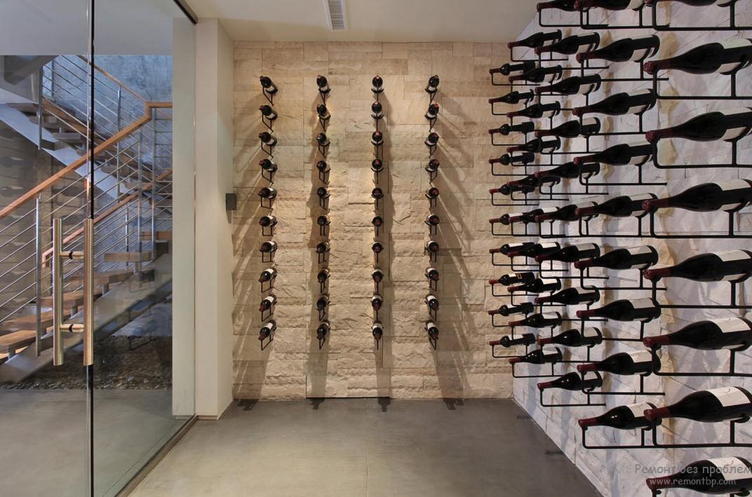 Грамотное расположение бутылок вина в погребе