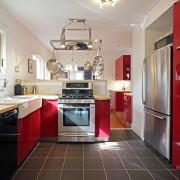 Красный тон кухни: мода или вычурность?