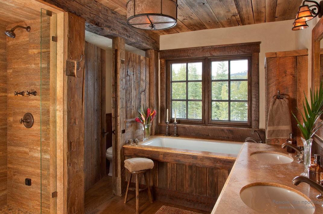 Деревянный потолок в деревянной ванной