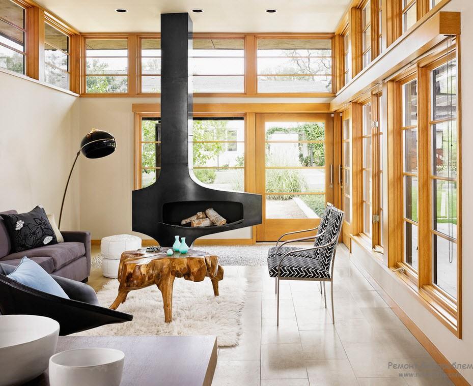 Интерьер с дровяным камином