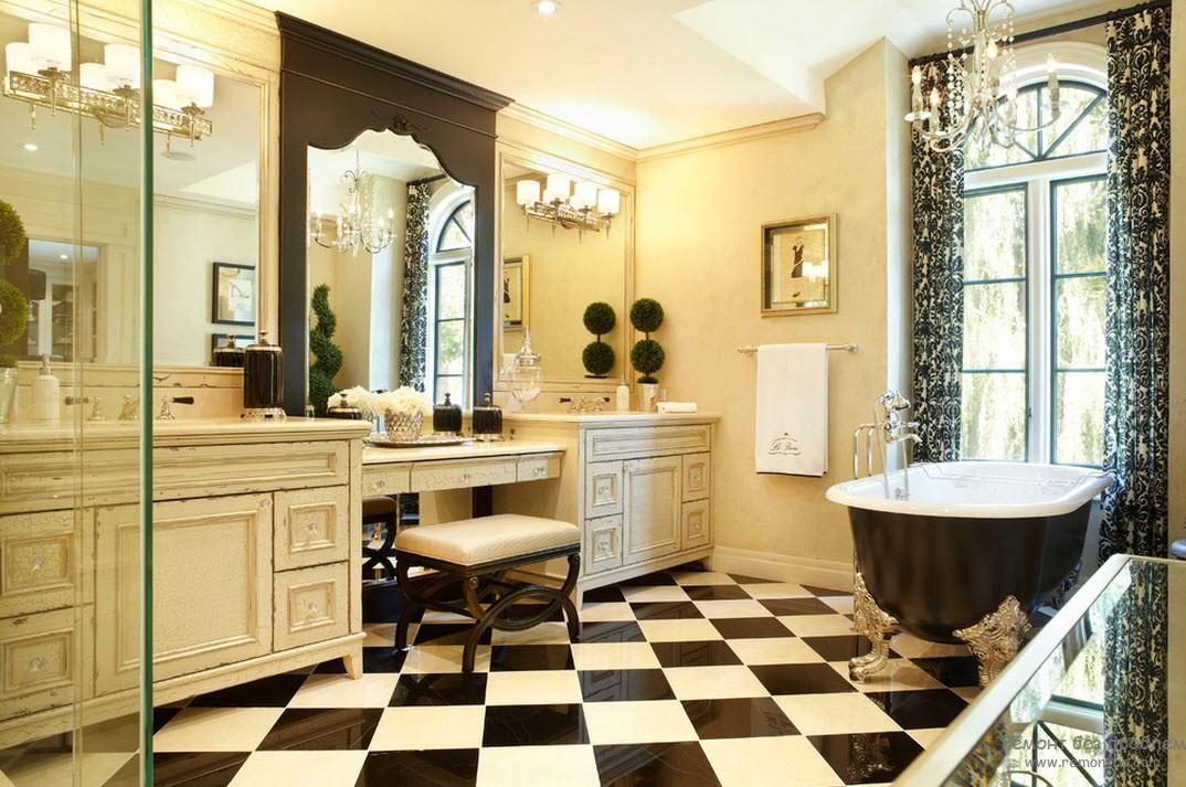 Зеркало в темной ванной
