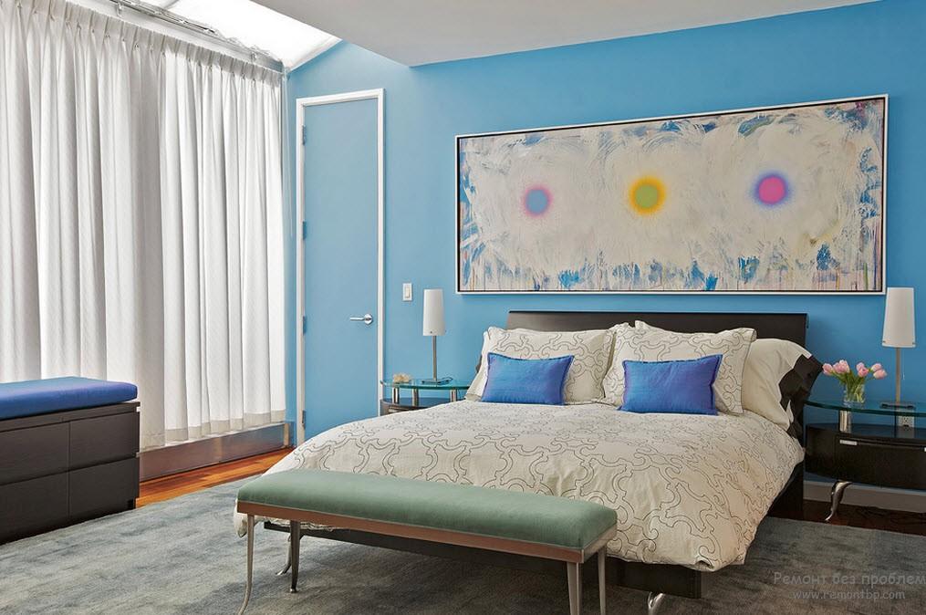 Нежно-голубая спальня