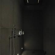 Темная ванная