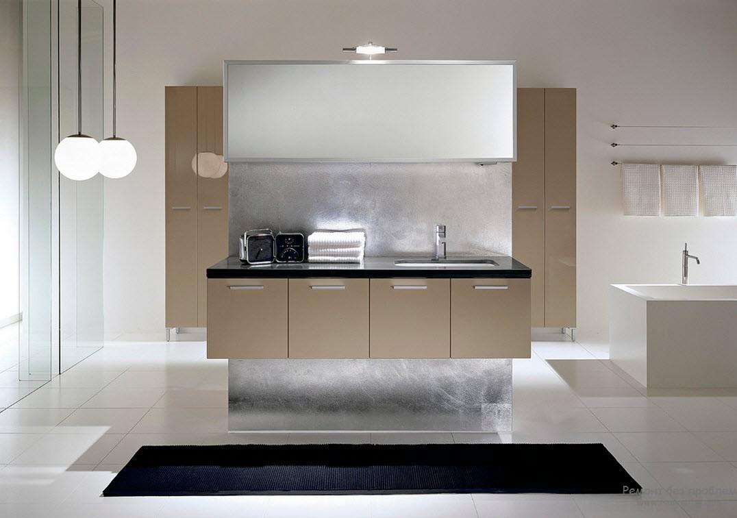 Бело-бежевый интерьер ванной комнаты с контрастным черным ковриком