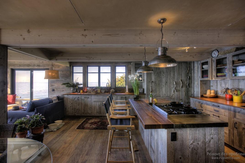 В качестве отделочного материала внутреннего убранства дома - тонированная древесинаа