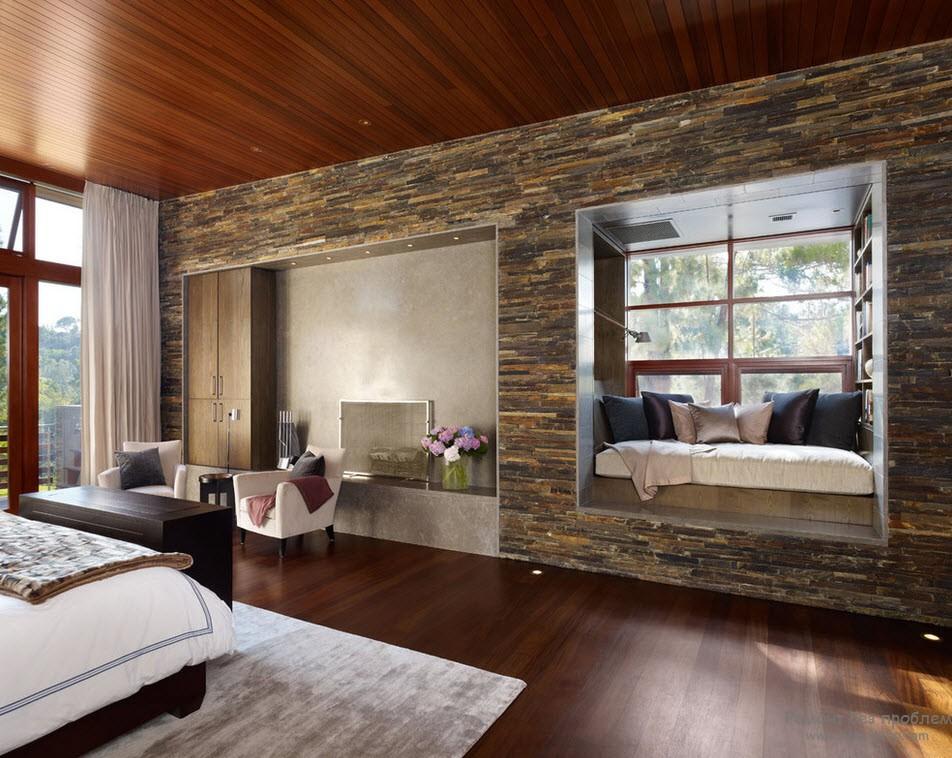 Уютный интерьер с диким камнем
