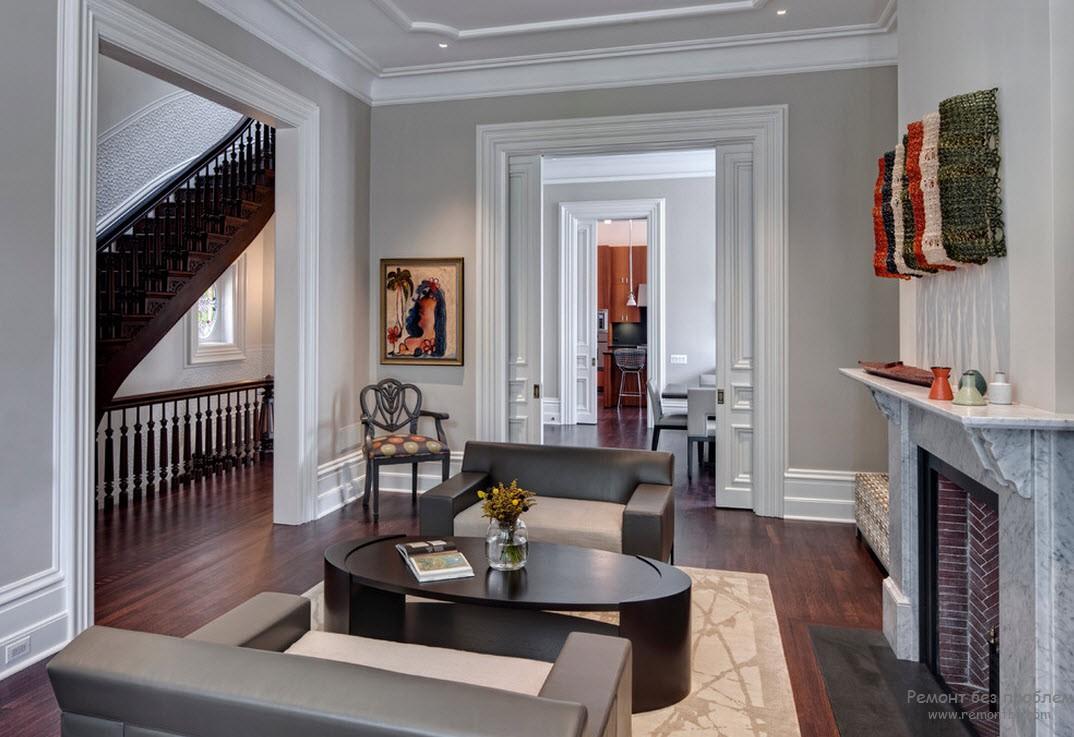 Использование ярких аксессуаров в интерьере эффектной гостиной