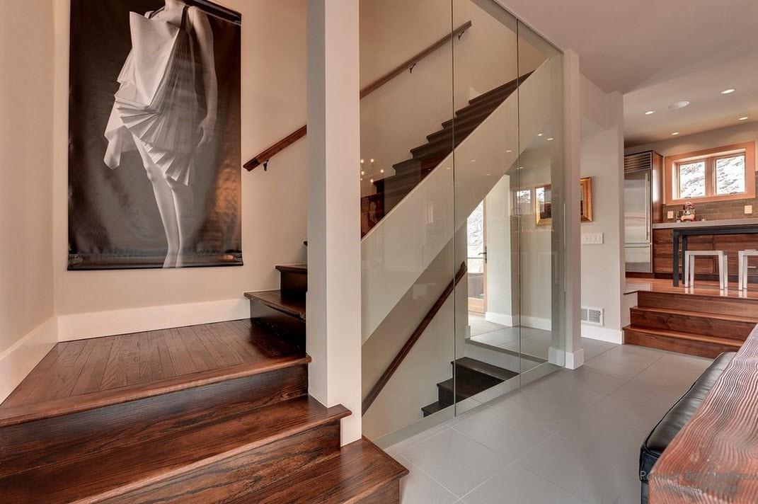 Двухмаршевая лестница с промежуточной площадкой