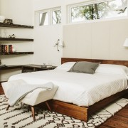 Красивая светлая спальня