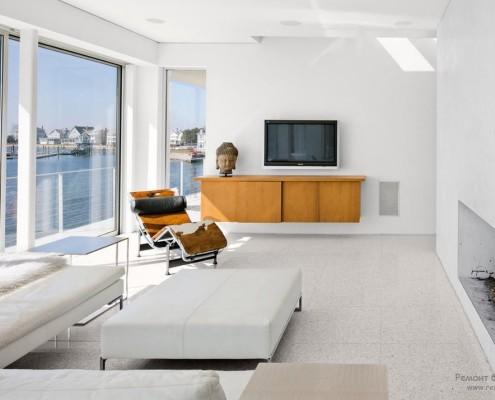Интерьер заполнен минимальным количеством мебели