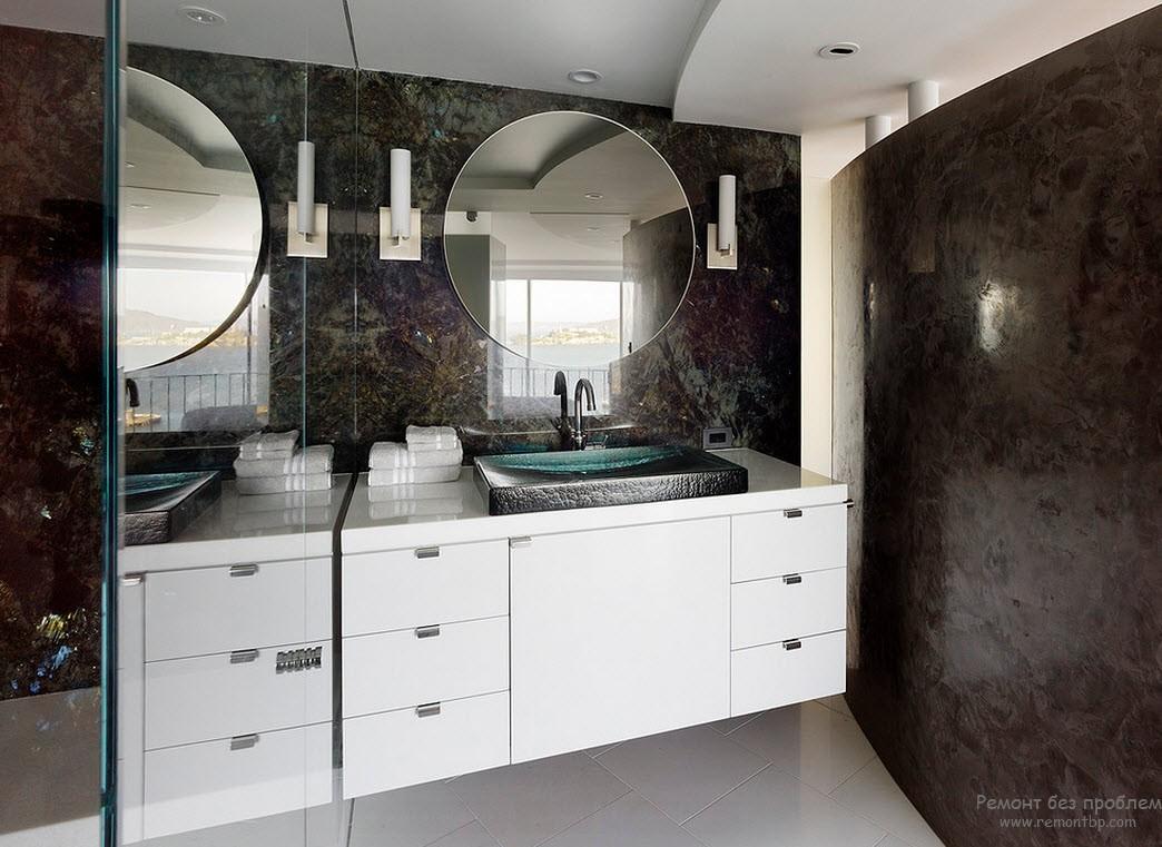 Эффектная темная декоративная штукатурка на стенах ванной комнаты