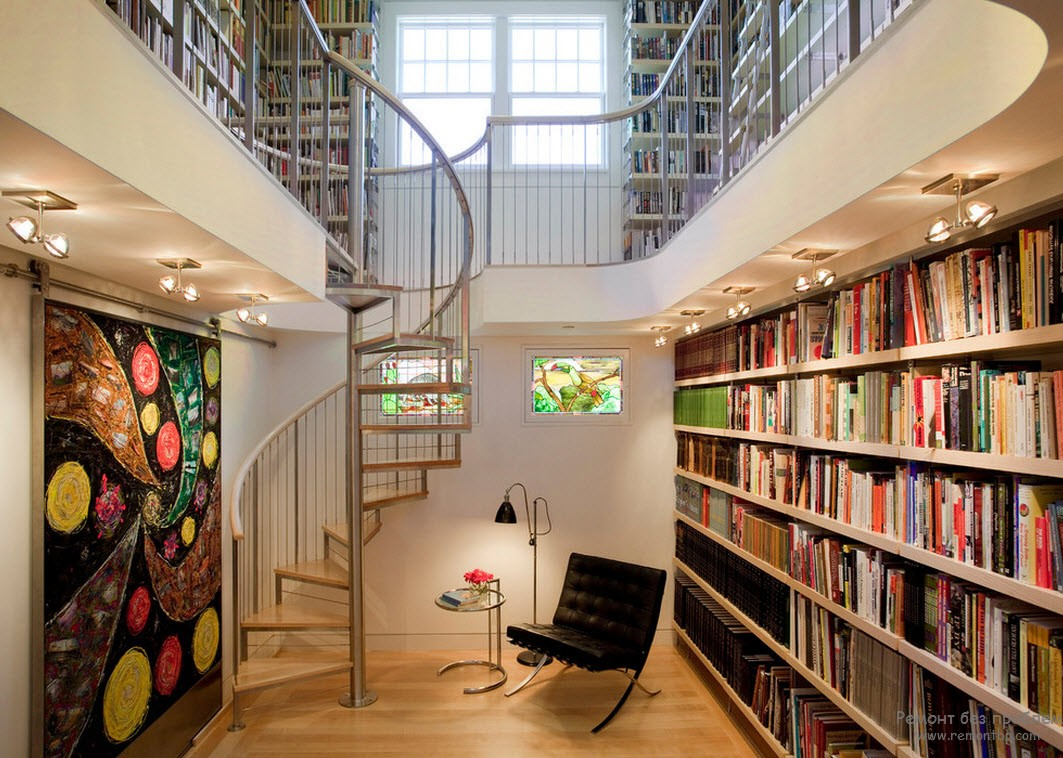 Необыкновенно эффектное обустройтсов двухъярусной библиотеки