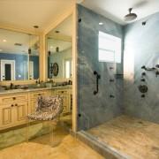 Гранит в интерьере ванной