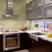 Маленькая угловая кухня №10