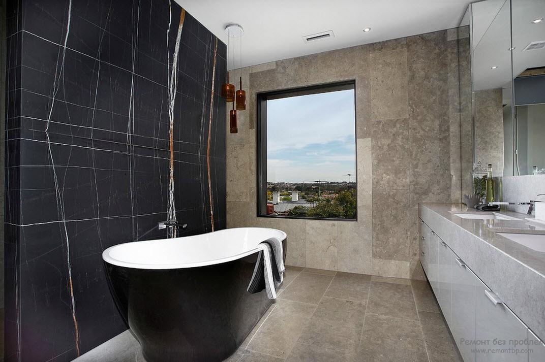 Окно в темной ванной