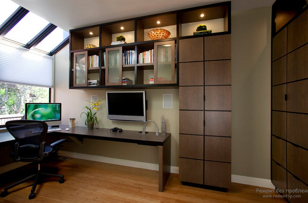 Компьютерный стол в интерьере спальни фото