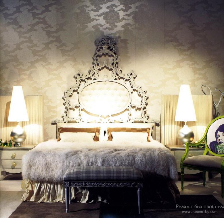 Кровать в стиле барокко с роскошным изголовьем