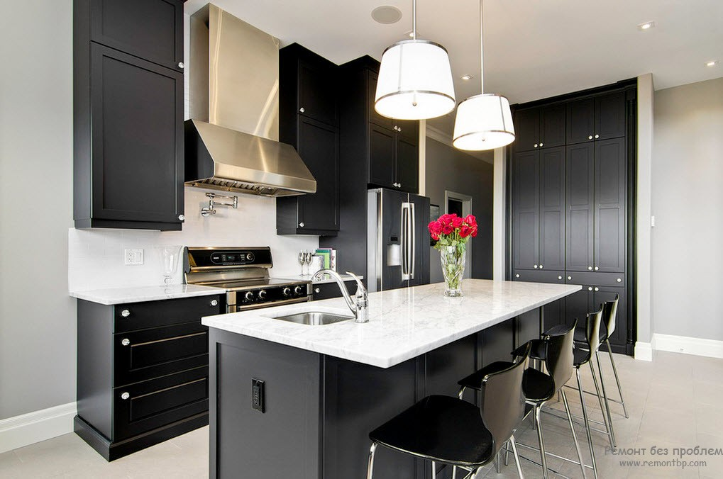 Тандем черного и белого на кухне