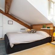 Небольшая спальня на фото