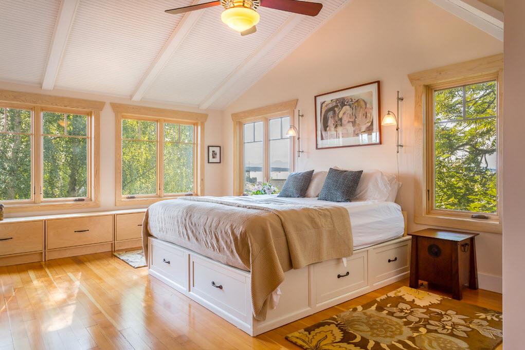 Вместительные ящики у подножья кровати