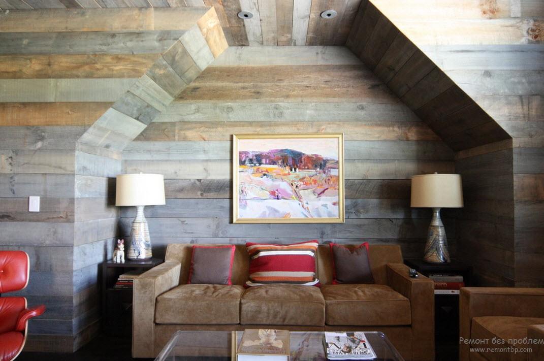 Тонированная древесина в интерьере деревянного дома
