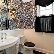 Черный узор в ванной комнате