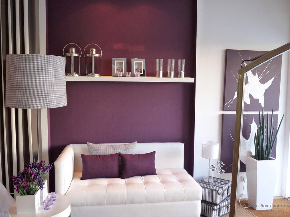 Стенка за диваном фиолетовая