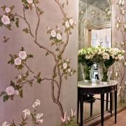 Обои с большими и маленькими цветами в интерьере квартиры на фото