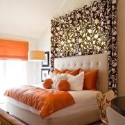 Спальня с добавлением оранжевого цвета