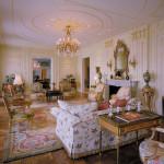 Изысканный королевский стиль рококо в интерьере