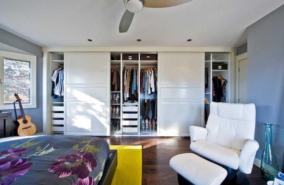 Модные шкафы во всю стенку