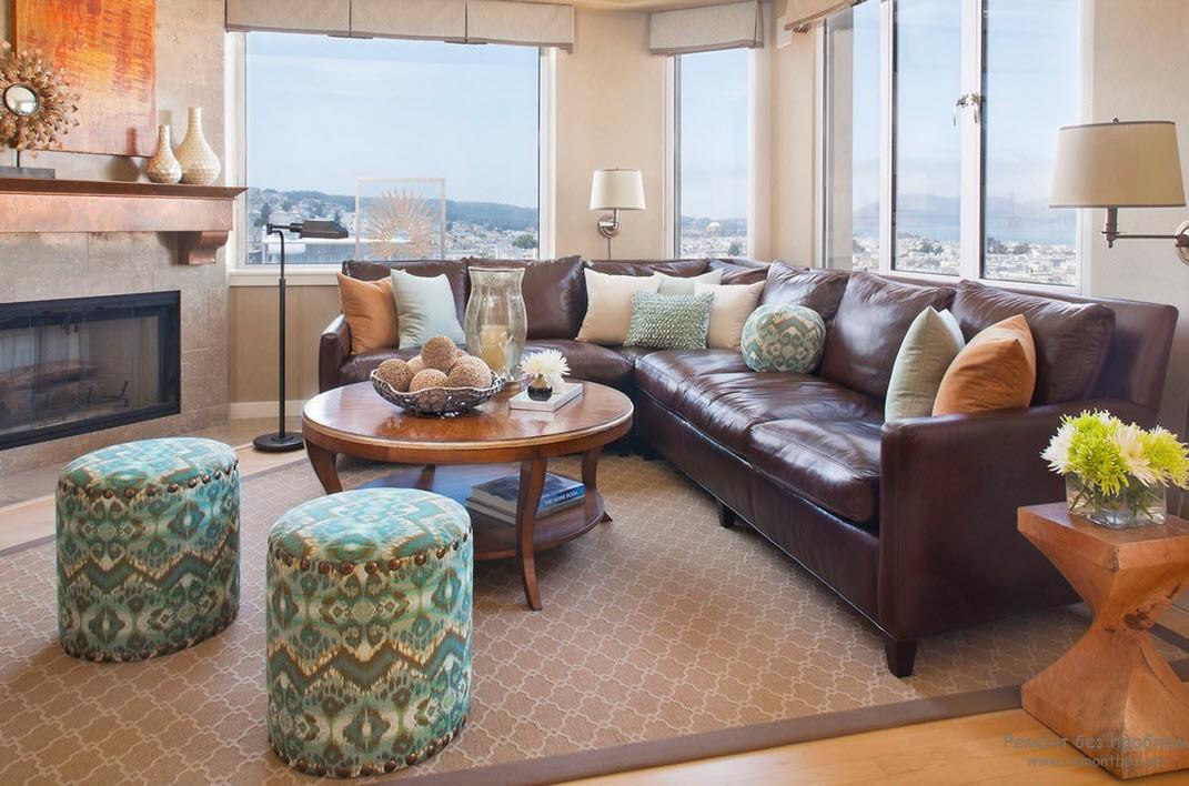Коричнеый кожаный диван в интерьере - роскошная классика